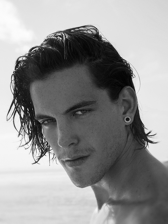 Balistarz-model-Victor-Grolleau-black-and-white-headshot-profile-beach-shoot