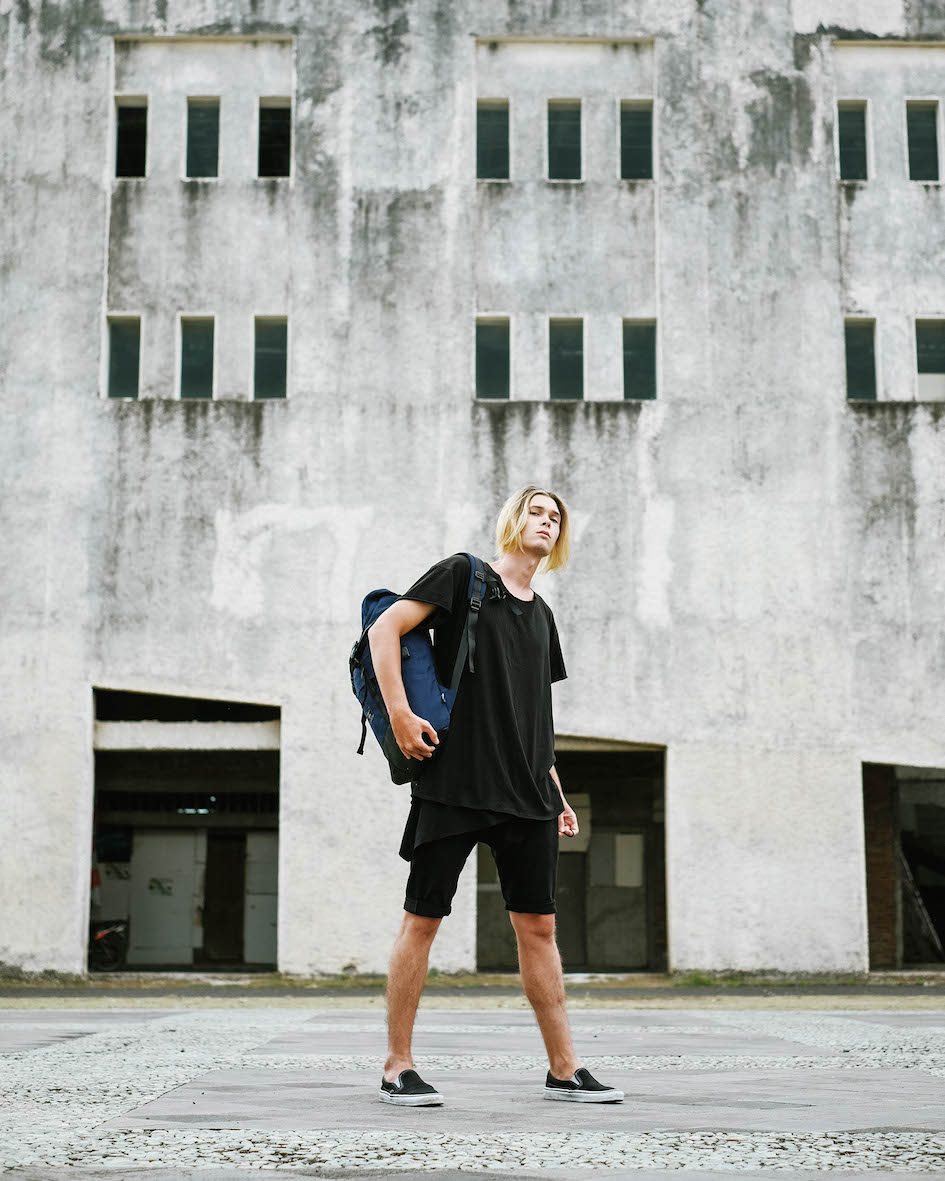 Balistarz-model-Vladislav-Sheyamkin-portrait-shoot-with-a-blue-bag-in-casual-clothing