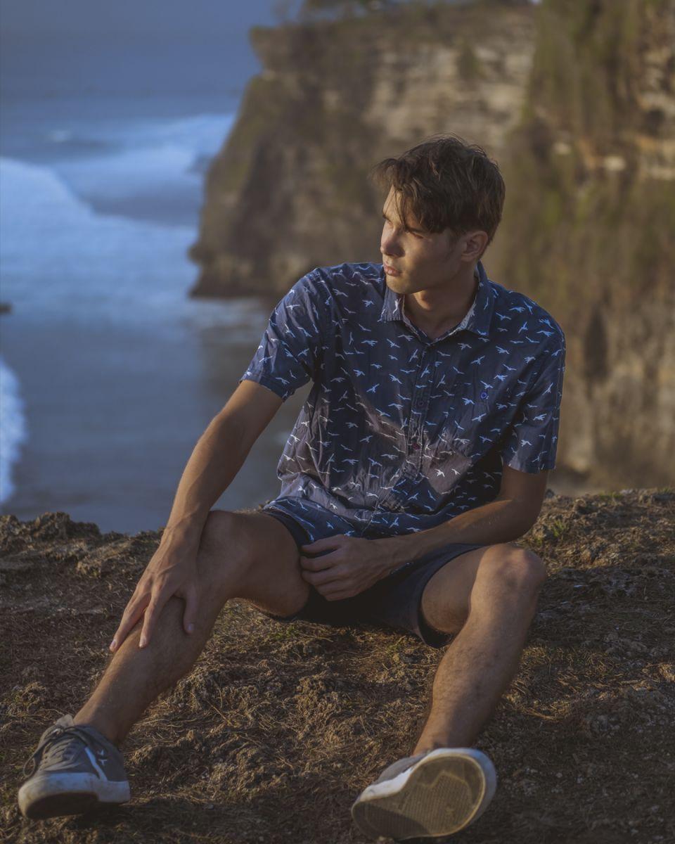 Balistarz-model-Vladislav-Shemyakin-portrait-shoot-in-casual-clothing-on-a-cliff