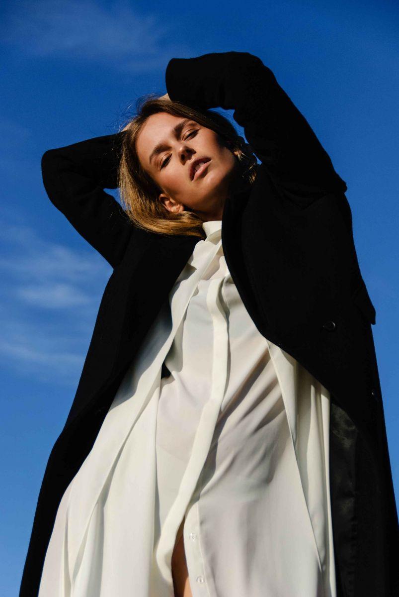 Balistarz-model-Zane-Garlaskelli-oudoor-photo-session-portrait-with-blue-sky-background