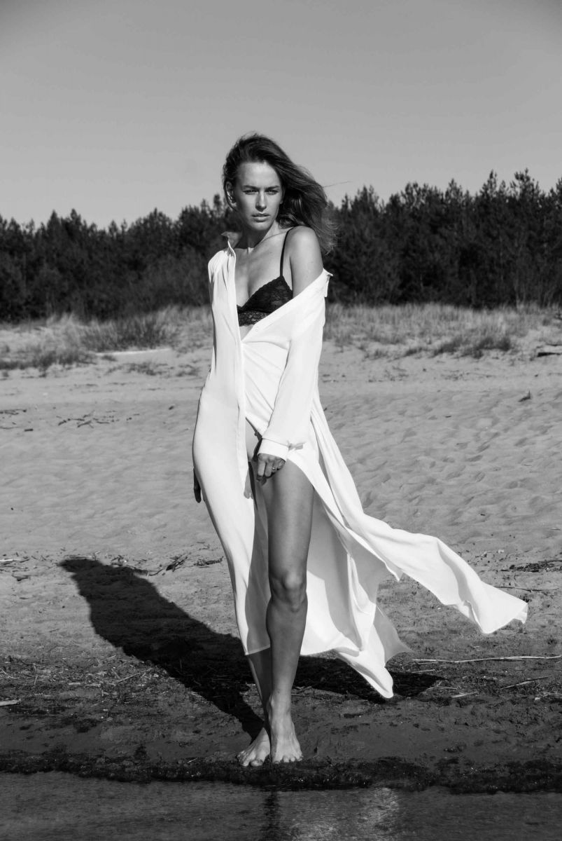 Balistarz-model-Zane-Garkaskelli-black-and-white-shot-wearing-white-beach-wear