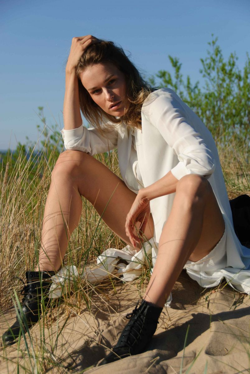 Balistarz-model-Zane-Garlaskelli-oudoor-photo-session-wearing-white-casual-dress-and-black-shoes
