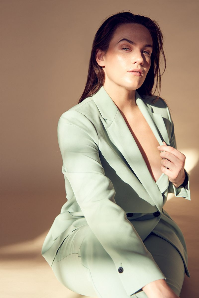Balistarz-model-Zhana-Paton-portrait-shoot-in-a-green-suit