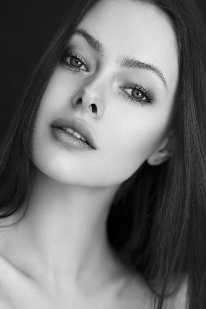 Balistarz-model-Alex-clean-and-beautiful-black-and-white-close-up-head-shot-image