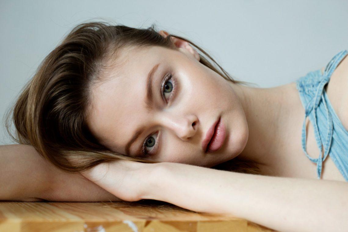 Balistarz-model-Alex-casual-portrait-close-up-and-head-shot-portrait-looking-at-camera-moody-feeling