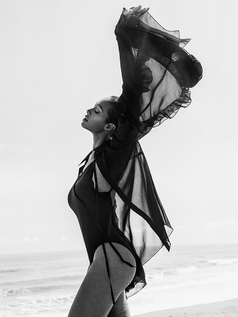 Balistarz-model-hasina-beach-shoot-swim-wear-black-and-white