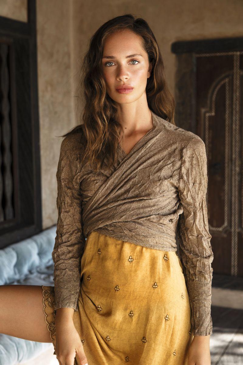 Balistarz-model-Anastasia-Yakhnina-portrait-shoot-for-daisywrap-lurex-gold