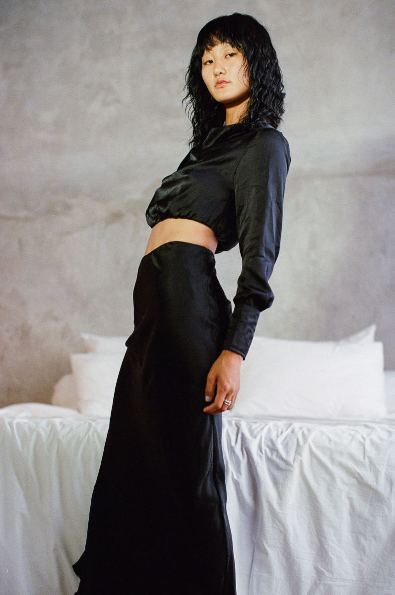 Balistarz-model-Jiji-Pyun-portrait-casual-shoot-in-black-clothing-with-a-bed