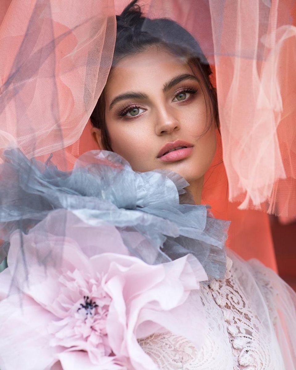 Balistarz-model-Thea-Bull-portrait-shoot-with-colorful-fabrics