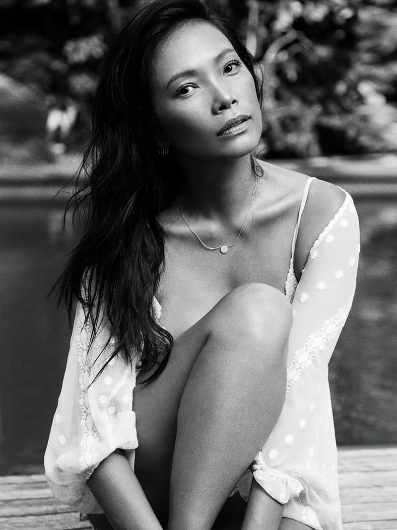 Sideboobs Navia Nguyen naked photo 2017