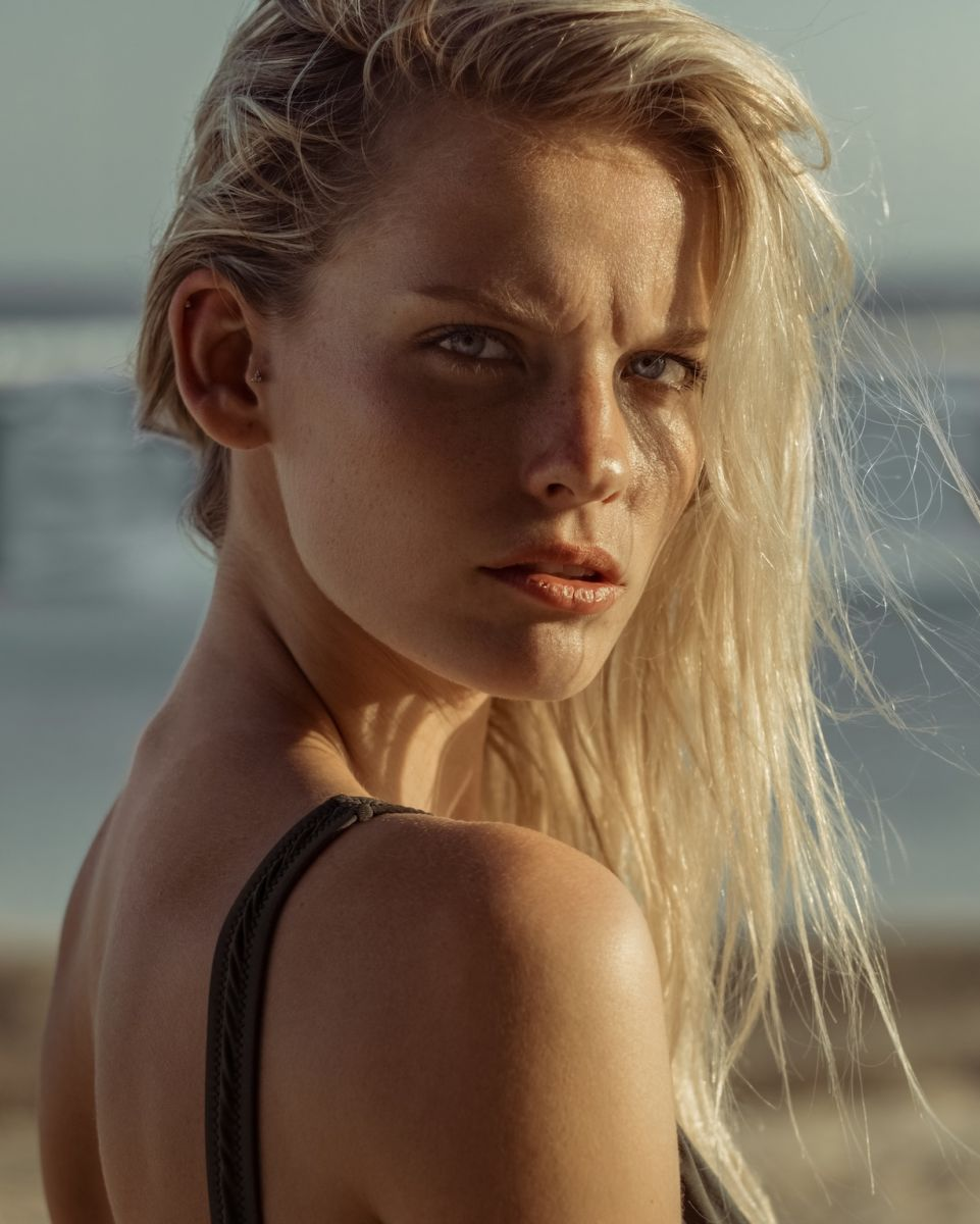 Balistarz-model-Jitte-Cosemans-portrait-beach-shoot