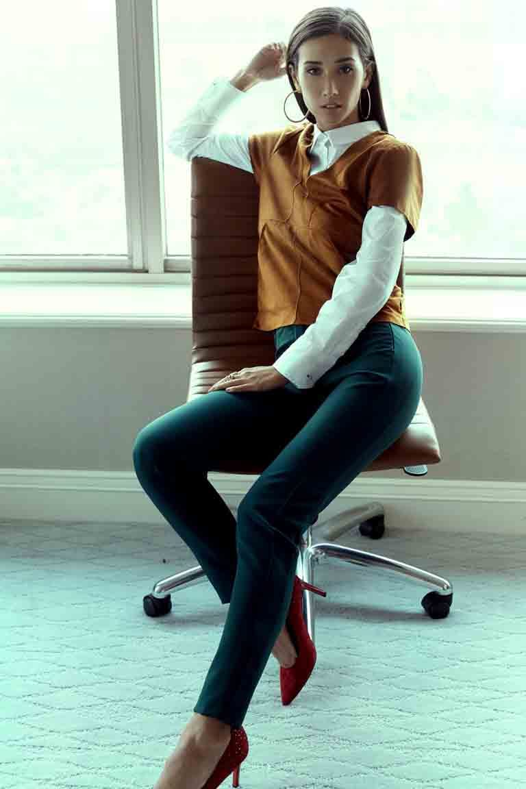 Balistarz-model-Sharon-Coplon-portrait-shoot-with-a-yellow-slide-in-a-casual-look